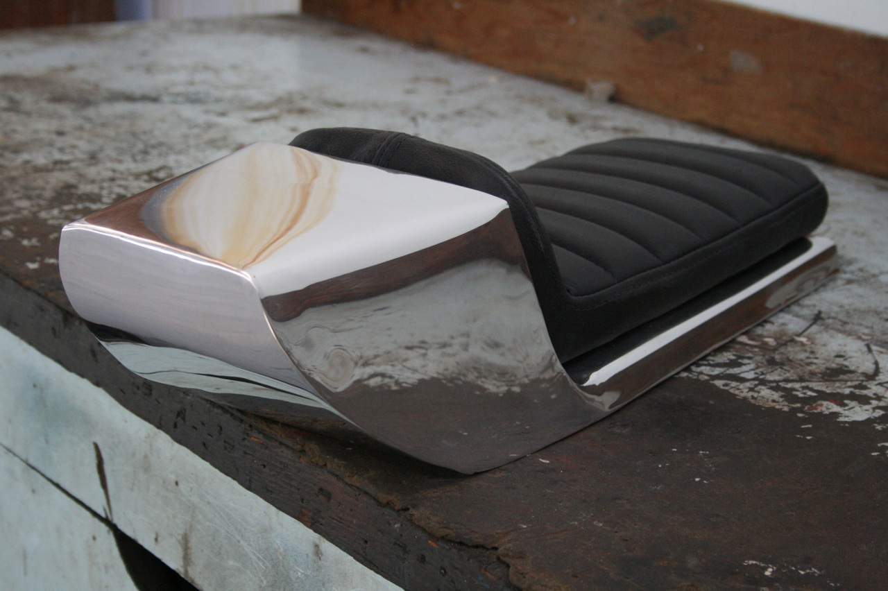 tz500 aluminum cafe racer seat upholstered32 | h.o.f.i custom cafe