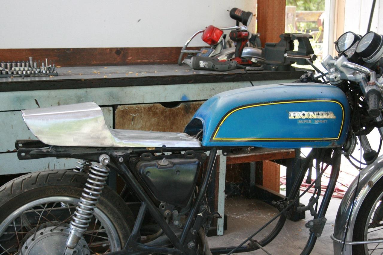 CB750 Cafe Racer Dunstal Steel Seat Perspective