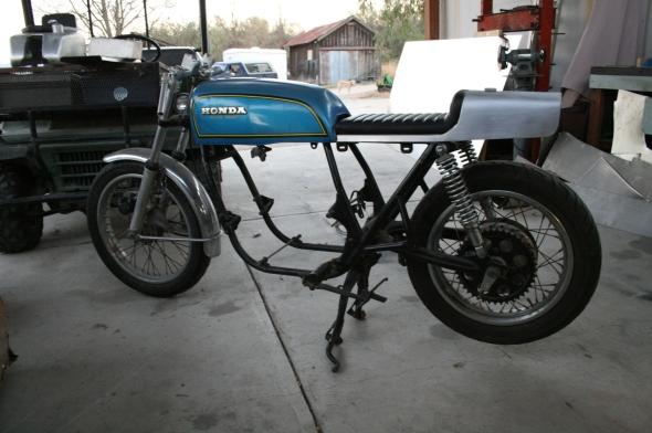 Aluminum Cafe Racer oil in oil tank seat